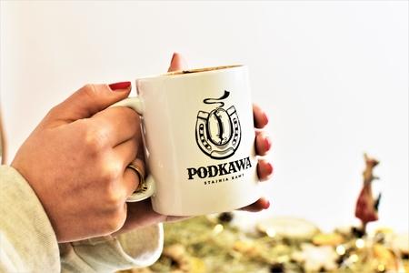 Kubek ceramiczny z logo Podkawy (1)